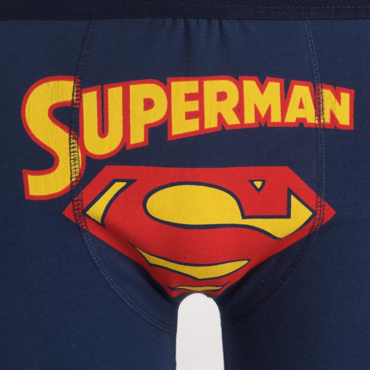 Набор трусы-боксеры и носки SUPERMANНоски, размер 40/46                                                 с надписью и жаккардовым рисунком по бокам         - Отделка краев в рубчик - Рисунок на трусах-боксерах This is a job for Superman - Эластичный пояс Состав и описание набора :Основной материал : носки: 75% хлопка, 20% полиамида, 5% эластана..Трусы-боксеры : 95%   хлопка, 5% эластана           Марка : SUPERMAN®Уход :                                                          Машинная стирка при 40°                   Барабанная сушка запрещена                  Гладить при умеренной температуре                  Сухая чистка запрещена<br><br>Цвет: темно-синий