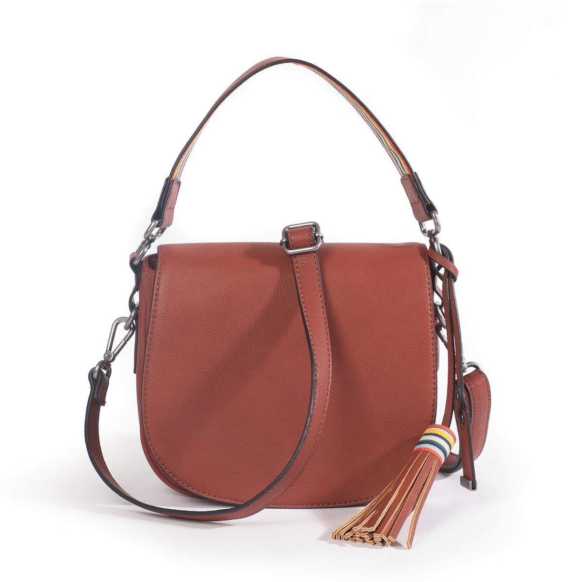 Сумка с плечевым ремнем WendyМодная и женственная сумка от EspritСостав и описание :  •  Материал : верх из полиуретана                         подкладка из полиуретана •  Марка : Esprit •  Модель : Wendy Saddlebag  •  Размер : 18 x 21 x 6 см •  Застежка : молнияВнутренний кармашек<br><br>Цвет: темно-бежевый,черный<br>Размер: единый размер