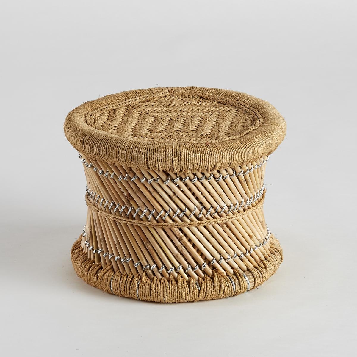 Столик диванный из бамбука QuesadaДиванный столик Quesada. Диванный столик или вспомогательный столик в африканском стиле. Характеристики :- Плетеный каркас из бамбука - Плетеное сиденье из веревки- Оригинальная отделка из сизаля и пластика серебристого цвета Размеры : - диаметр 42 x высота 32 см<br><br>Цвет: серо-бежевый/белый