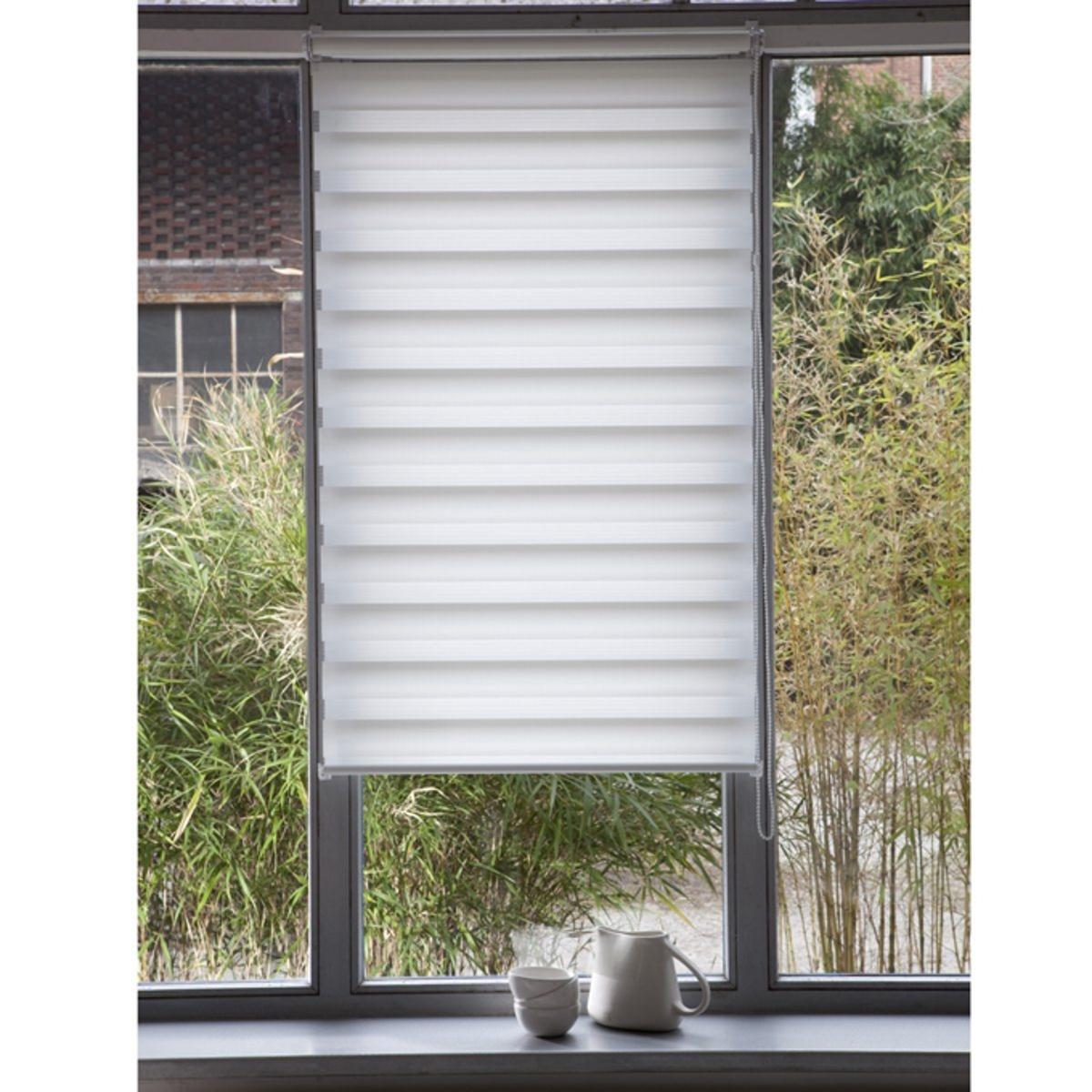 Штора рулонная, пропускающая свет, Jour / Nuit, с системой Easy (для не широких окон)Эта штора позволяет выбирать интенсивность света, от ажурного эффекта до рассеянного света. Снабжена системой Concept Easy : крепление защелкой !. Без сверления и крепления, она крепится на окна ПВХ с помощью клипс, входящих в комплект .  Мягкая ткань 100% полиэстер .Тяжелая рейка внизу.Длина регулируется механизмом с цепочкой.Можно отрезать по ширине. - 150 x 32 см- 150 x 37 см- 150 x 42 см 3 цвета на выбор - 150 x 42 см .<br><br>Цвет: антрацит,белый<br>Размер: 42x100 cm
