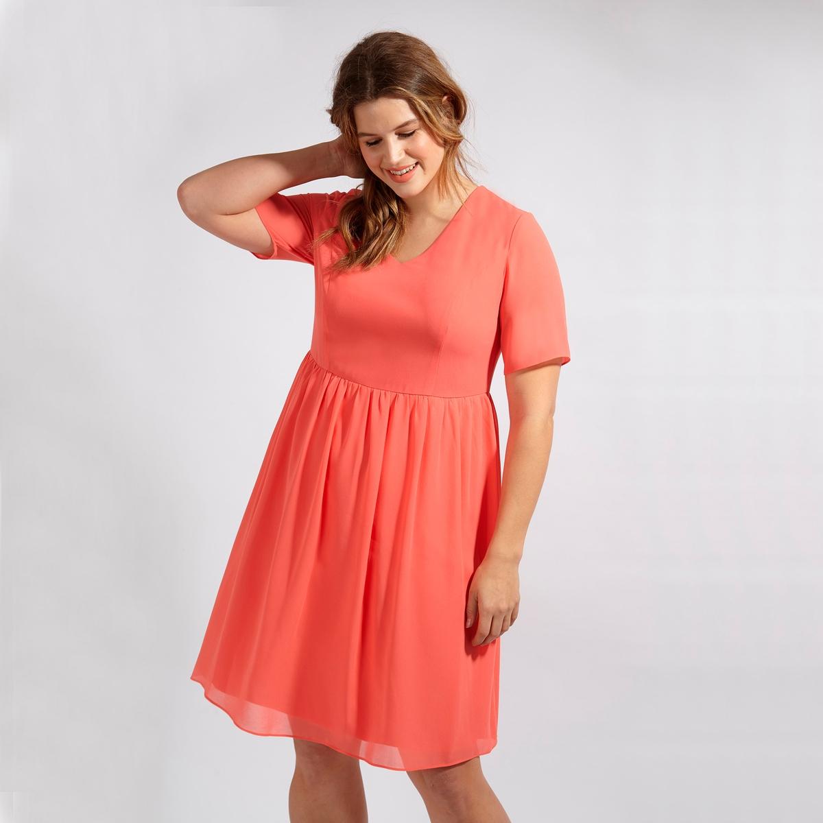 ПлатьеПлатье с короткими рукавами LOVEDROBE. V-образный вырез. Длина до колен. Застежка на молнию сзади. 100% полиэстер<br><br>Цвет: коралловый<br>Размер: 48 (FR) - 54 (RUS)