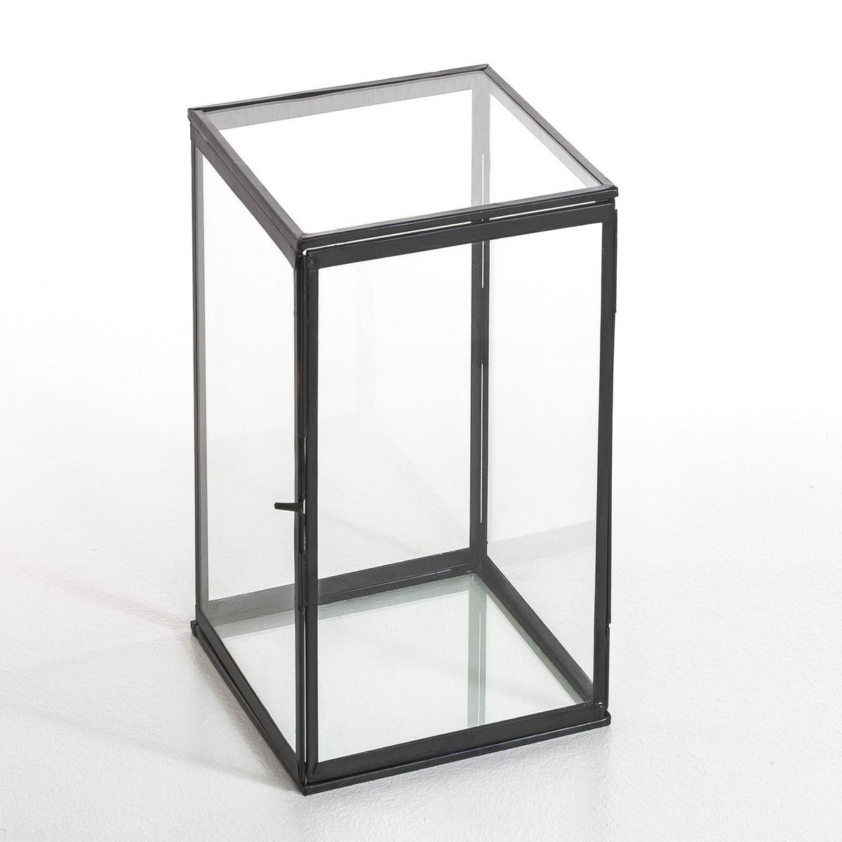 Коробка-витрина, MisiaКоробка-витрина в форме трапеции, Misia. Можно расположить вертикально или горизонтально . Симпатичный макси формат идеален для выделения различных предметов  .Описание : - Выполнена из стекла и металла- Медная отделка, черного или золотистого цвета .- Ремесленное производство, собрана вручную Размеры : - 40 x 20 x 20 см .<br><br>Цвет: черный металл<br>Размер: единый размер