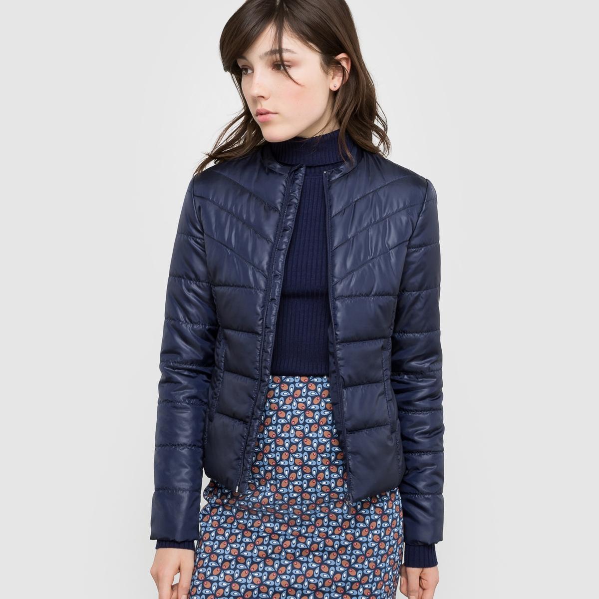 Куртка стеганая короткая легкаяЛегкая стеганая куртка. Небольшой воротник с застежкой на кнопки. Застежка на молнию. 2 кармана. Состав и описание : Основной материал          100% полиэстерПодкладка и наполнитель 100% полиэстер    Длина                          58 смМарка                             R ?ditionУход :Машинная стирка при 30 °CМы : рекомендуем Вам заказывать эту модель на один размер больше Вашего обычного размера.<br><br>Цвет: медовый,синий морской,темно-зеленый,черный<br>Размер: 36 (FR) - 42 (RUS).40 (FR) - 46 (RUS).48 (FR) - 54 (RUS).50 (FR) - 56 (RUS).52 (FR) - 58 (RUS).34 (FR) - 40 (RUS).38 (FR) - 44 (RUS).42 (FR) - 48 (RUS).46 (FR) - 52 (RUS).48 (FR) - 54 (RUS).50 (FR) - 56 (RUS).38 (FR) - 44 (RUS).40 (FR) - 46 (RUS).42 (FR) - 48 (RUS).44 (FR) - 50 (RUS).50 (FR) - 56 (RUS).52 (FR) - 58 (RUS).46 (FR) - 52 (RUS).48 (FR) - 54 (RUS).52 (FR) - 58 (RUS).34 (FR) - 40 (RUS)