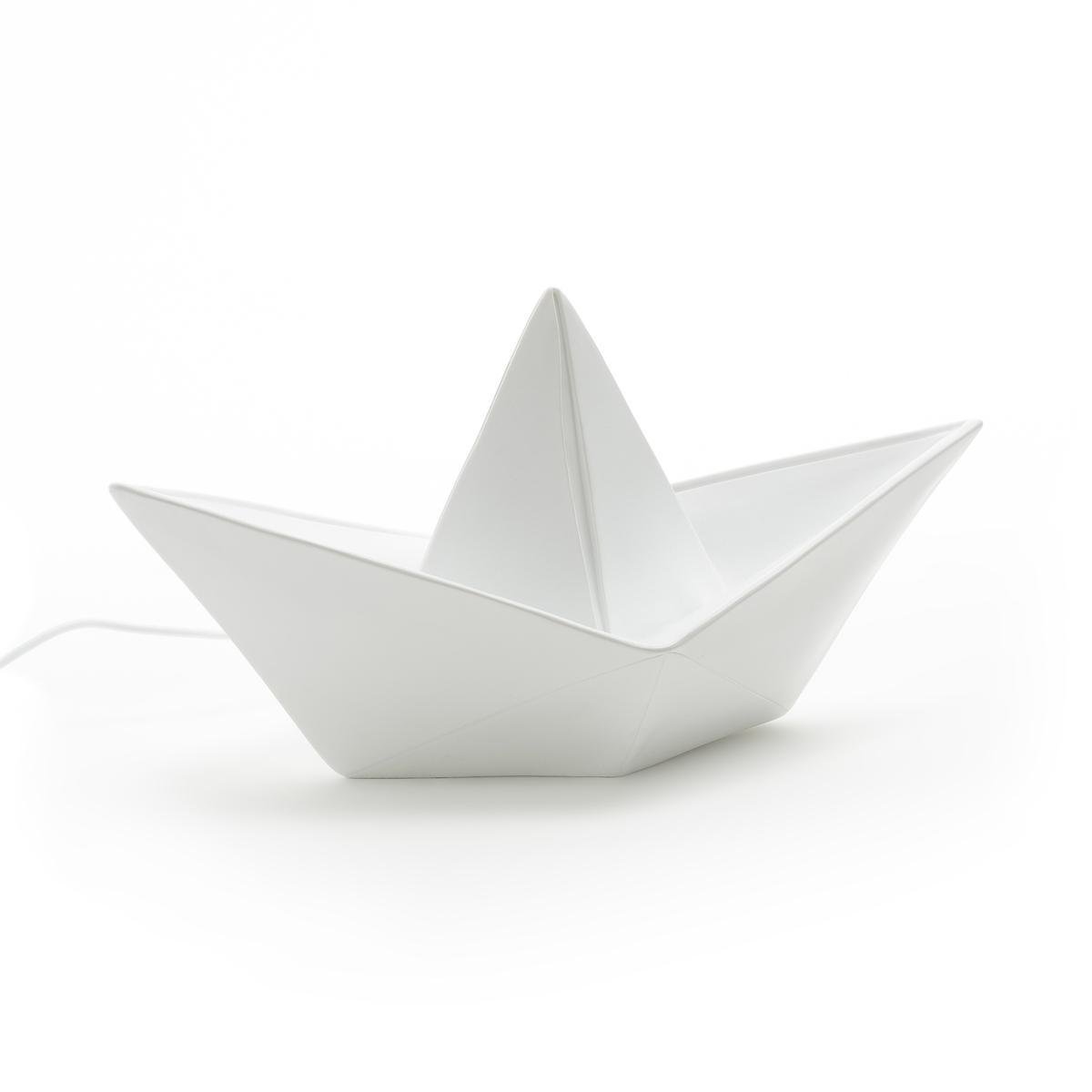 Лампа ночная Goodnight light, Paper BoatЛампа Paper Boat. Она не отдает тепло, поэтому будет идеальна в качестве ночного светильника в детской комнате или декоративной лампы . Каждое изделие отлито и окрашено вручную, что делает из него уникальную вещь. Произведено в Европе .Характеристики : - Винил, устойчивый к ударам - Лампочка LED встроена - Низкое потребление энергии и длительный срок действия благодаря технологии LED (более 50 000 часов)- Мощность: 2,5Вт- Световой поток    : 150 люмен- Напряжение   : 12В- Работает от сети 100-240В- Представлена в зеленом и белом цвете Размеры :- L32 x H16 см<br><br>Цвет: белый,мятный<br>Размер: единый размер