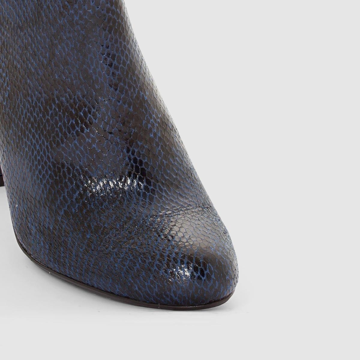 Ботильоны с эффектом кожа питона, на каблукахМарка : Mademoiselle R. ВерхВерх : синтетика.Подкладка : текстильСтелька : кожа.Подошва : из эластомера.Высота каблука : 9 см.Форма каблука: широкая Носок : круглый Застежка : на молнии сбоку<br><br>Цвет: серо-коричневый,темно-синий<br>Размер: 39.37.36