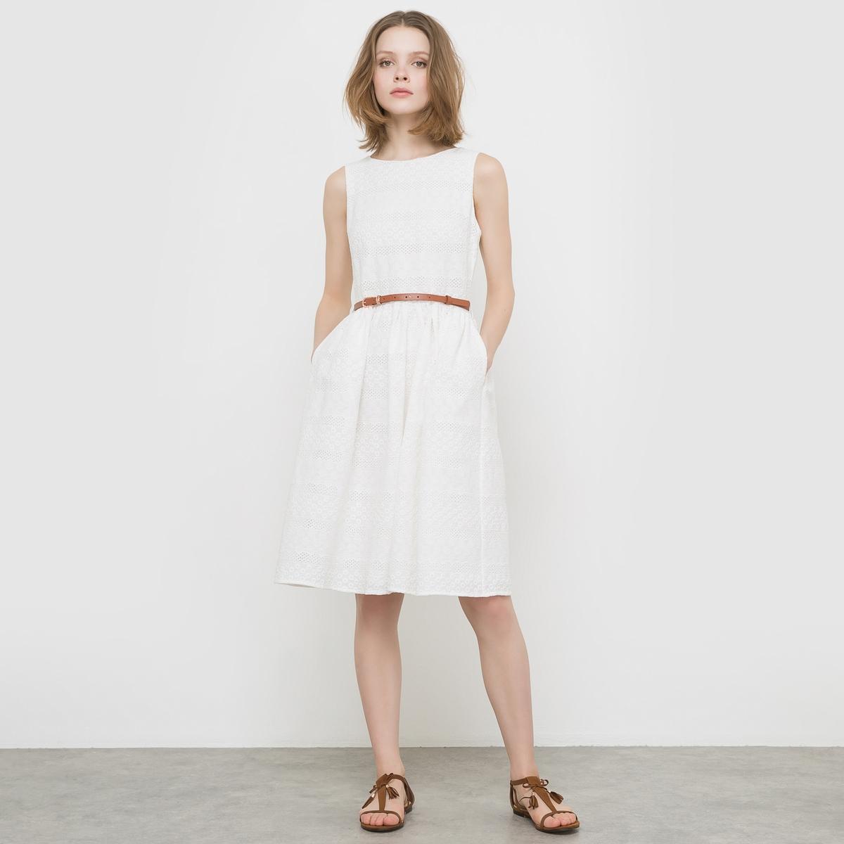Платье без рукавов, на тонких бретелях, 100% хлопкаПлатье YUMI. Круглый вырез. Вышитый орнамент. Тонкий коричневый пояс. Классическая длина до колен. Состав и деталиМатериал - 100% хлопка.Марка YUMI.<br><br>Цвет: белый<br>Размер: 36 (FR) - 42 (RUS)