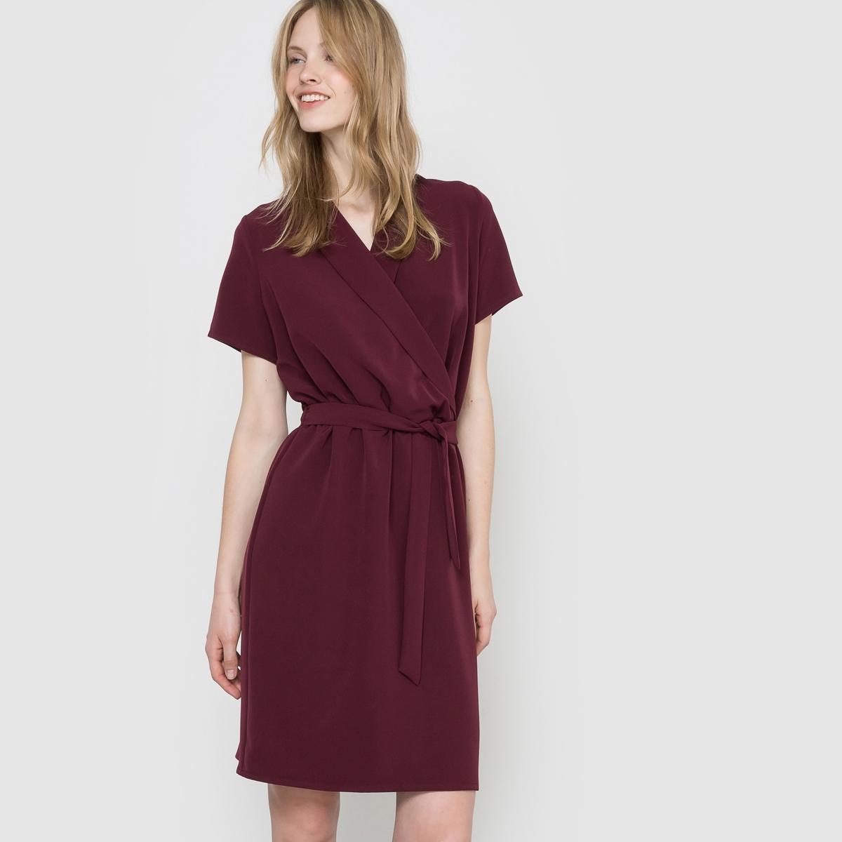 Платье с запахомПлатье с запахом из струящейся ткани. Короткие рукава. V-образный вырез с перекрещивающимися отворотами. Пояс со шлевками, с завязками.  Состав и описаниеМарка : R Essentiel. Материалы   : 88% полиэстера, 12% эластана.Длина 98 смЭтот товар большеразмерный, La Redoute рекомендует выбирать изделие на размер меньше вашего обычного размера .УходСтирка при 30°C, вывернув наизнанкуСтирать с вещами схожих цветов Гладить на низкой температуре, вывернув наизнанку.Машинная сушка в умеренном режиме<br><br>Цвет: бордовый,черный