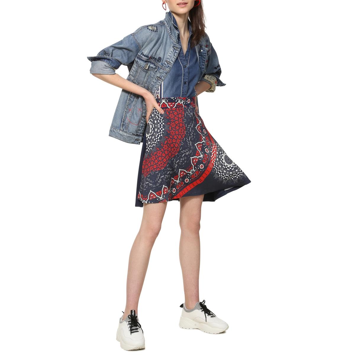 Falda vaporosa estilo patinadora, con estampado gráfico