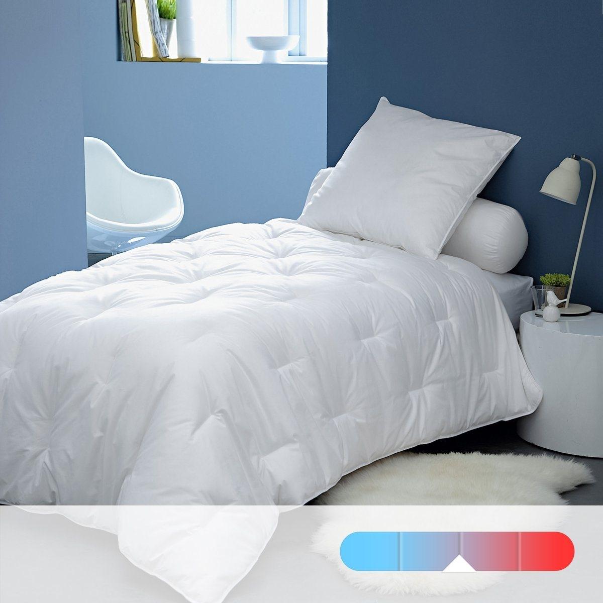 Одеяло синтетическое 350 г/м? Quallofil air, LESTRAОписание:Невероятно легкое одеяло с регуляцией тепла QUALLOFIL-AIR стандартного качества (350 г/м?) гарантирует комфортный сон на протяжении всей ночи.Характеристики синтетического одеяла стандартного качества: •  качество наполнителя VALEUR S?RE : эксклюзивный наполнитель, состоящий из полых очень тонких волокон с силиконовой оболочкой, отличающихся невероятной пышностью и легкостью, 100% полиэстер обеспечивает циркуляцию воздуха и не позволяет влаге скапливаться . •  Верх: перкаль из 100% хлопка. •  Прострочка: стежками. •  Уход : Стирать при 40°, допускается машинная сушка на умеренном режиме. •  Идеально при комнатной температуре 15° - 18°.<br><br>Цвет: белый