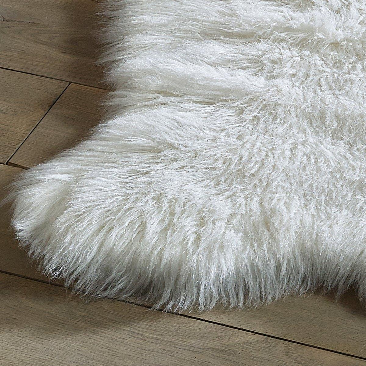 Коврик прикроватный под мутон LivioХарактеристики прикроватного коврика под мутон Livio :70% акрил, 30% полиэстер, 1200г/м2Толщина ворса : 65 мм.   Найдите ковер Livio на сайте laredoute.ruРазмеры прикроватного коврика под мутон Livio   :55 x 90 см<br><br>Цвет: белый,серый<br>Размер: 55 x 90