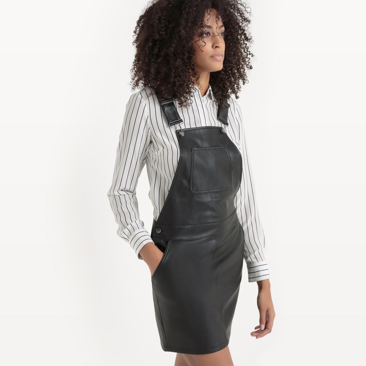Платье-комбинезон VIPUNE DRESSПлатье VIPUNE DRESS от VILA. Платье-комбинезон . С имитацией кожи . Застежки на пуговицы по бокам . Нагрудный карман. Регулируемые и перекрещенные сзади  бретели. Состав и описание :Материал : 100% полиуретан.Марка : VILA.<br><br>Цвет: черный<br>Размер: XS