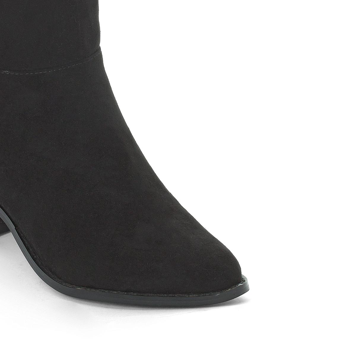 Сапоги кожаные на плоском каблукеОписание:Детали •  Классическая модель •  Плоский каблук •  Круглый мысок •  Застежка : на молнию •  Гладкая отделка •  Обхват голени : 39 см для размера 37 •  Высота голенища : 55 см для размера 37Состав и уход •  Верх 100% синтетический материал •  Подкладка 100% текстиль •  Стелька 100% синтетический материал •  Подошва 100% эластомер<br><br>Цвет: черный