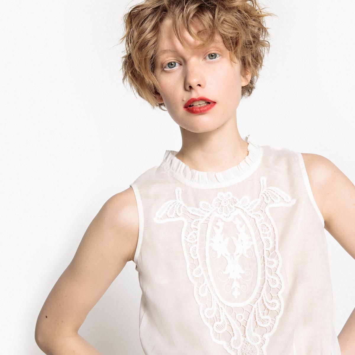Блузка без рукавов, присборенная на поясе