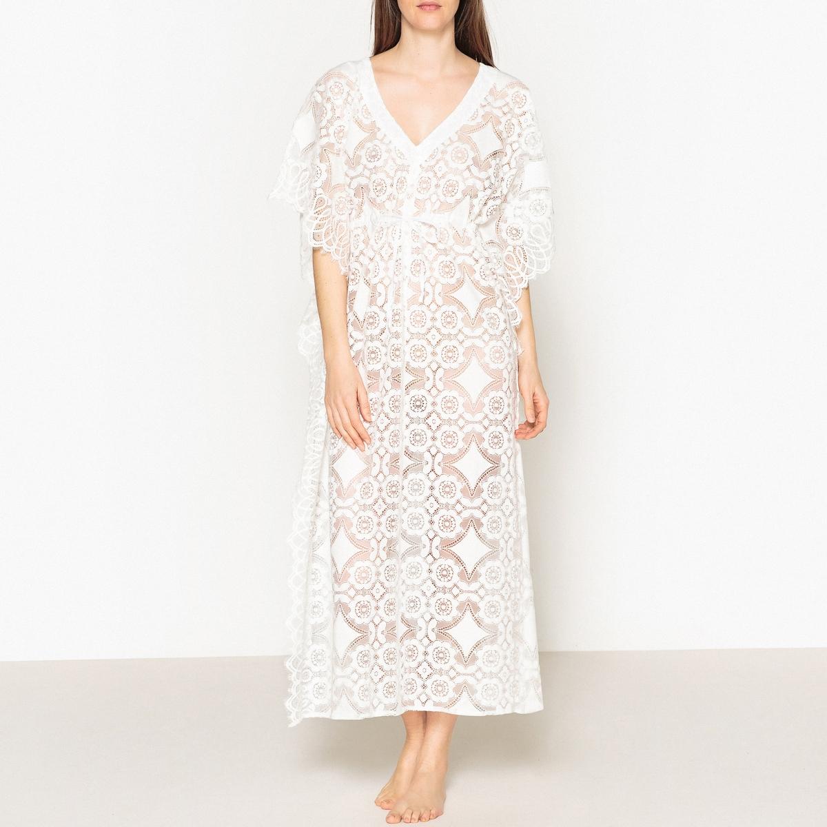 Платье длинное из кружева GOSPELОписание:Длинное платье из кружева VALERIE KHALFON - модель GOSPEL. V-образный вырез, пояс с завязками. Квадратный покрой, рукава летучая мышь. Полностью из кружева, оригинальные швы по бокам.Детали •  Форма : расклешенная •  Длина ниже колен •  Рукава 3/4    •   V-образный вырезСостав и уход •  72% хлопка, 28% полиамида   •  Следуйте рекомендациям по уходу, указанным на этикетке изделия •  Длина ок. 133 см. для размера 36<br><br>Цвет: белый