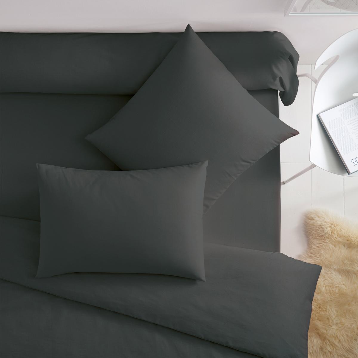 Наволочки из поликотонаКвадратная и прямоугольная наволочки из ткани 50% хлопка, 50% полиэстера плотного переплетения (57 нитей/см?) : длительный комфорт, отличная прочность. Чем больше плотность переплетения нитей/см?, тем качественнее материал.Характеристики наволочек из поликоттона без волана:- Наволочки (квадратная или прямоугольная) имеют широкий клапан для надёжного удерживания подушки.- В форме чехла, без воланов .- Отличная стойкость цветов к стиркам (60 °C), быстрая сушка, глажка не требуется.                                                                                                                                                                       Преимущества   : великолепная гамма очень современных оттенков для сочетания по желанию с простынями и пододеяльниками SCENARIO и рисунками коллекции. Знак Oeko-Tex® гарантирует, что товары протестированы и сертифицированы, не содержат вредных веществ, которые могли бы нанести вред здоровью.                                                                                                          Наволочка :50 x 70 см : прямоугольная наволочка63 x 63 см : квадратная наволочка                                                                                                                               Найдите другие предметы постельного белья SC?NARIO на нашем сайте<br><br>Цвет: темно-серый<br>Размер: 63 x 63  см