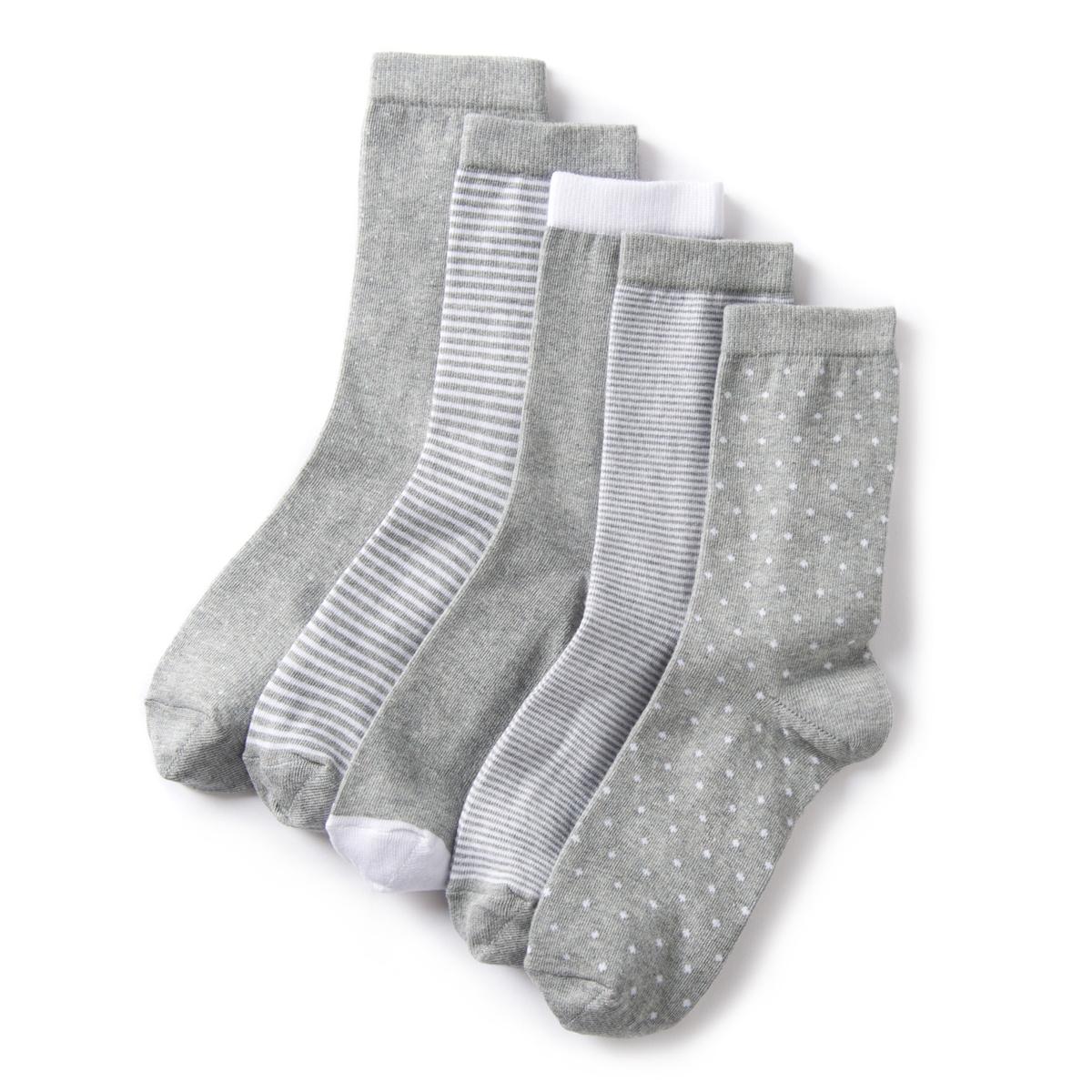 Комплект из 5 коротких оригинальных носковКомплект из 5 коротких оригинальных носков с геометрическим рисункомДлина .ДеталиХарактеристики • 5 пар с геометрическим рисунком. • Длина короткая.Состав &amp; Уход • В полоску :  75% хлопка, 24% полиамида, 1% эластана • Однотонные : 71% хлопка, 28% полиамида, 1% эластана • В горошек : 73% хлопка, 26% полиамида, 1% эластана • Машинная стирка при температуре 30°, умеренный режим • Стирать с похожими цветами<br><br>Цвет: серый/ белый