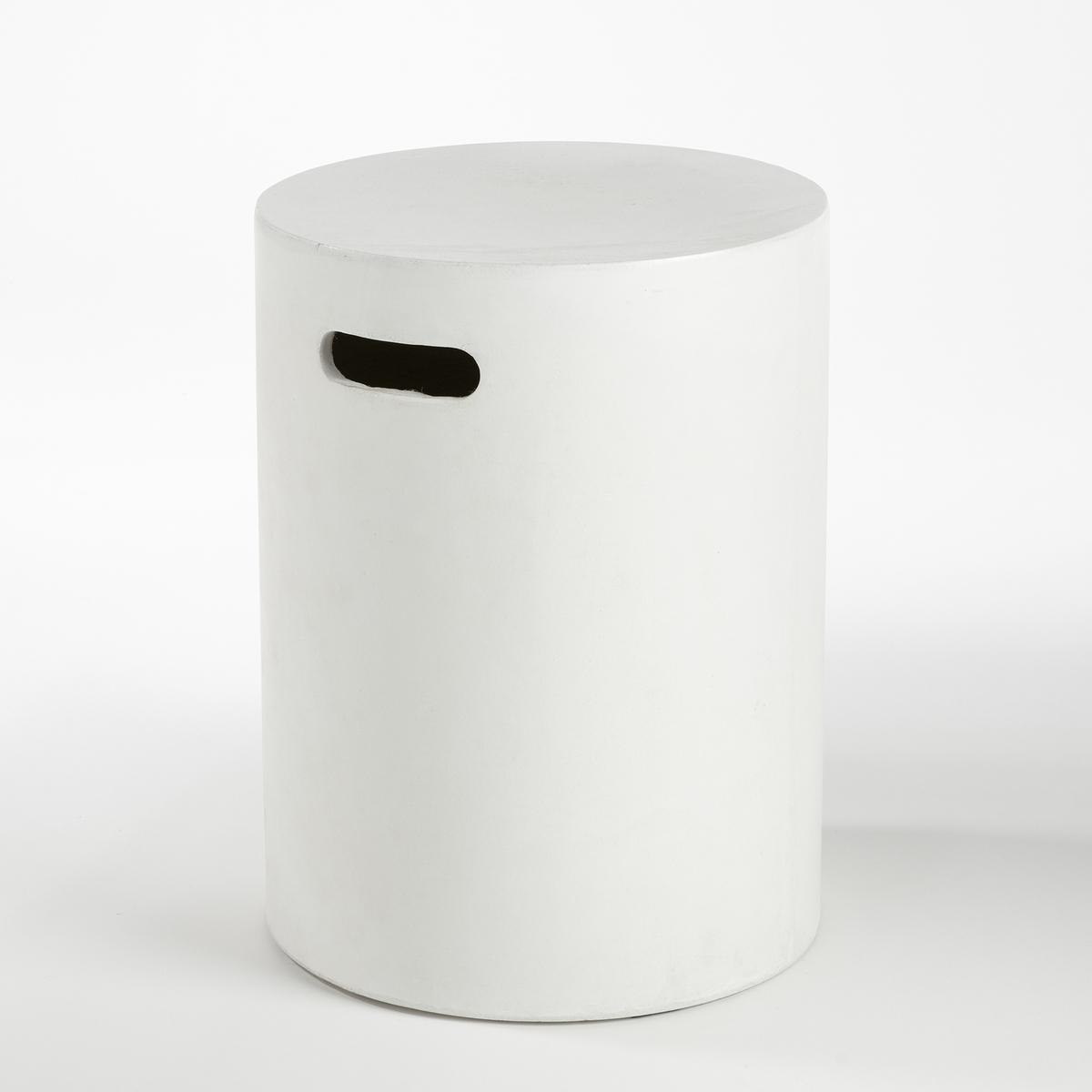 Журнальный столик Tatum, цементЦилиндрическая форма с ручкой позволяет с лёгкостью перемещать этот журнальный столик,    а благодаря материалу с ним ничего не случится на открытом воздухе..            Из цемента (цвет неоднородный). ?35, В. 45 см.<br><br>Цвет: белый,серый бетонный<br>Размер: единый размер