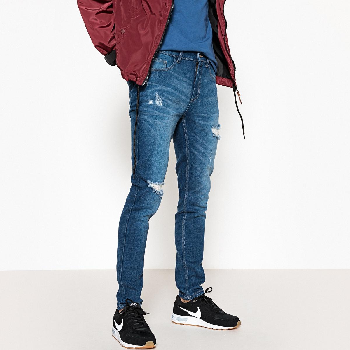 Jeans slim, efeito destroy