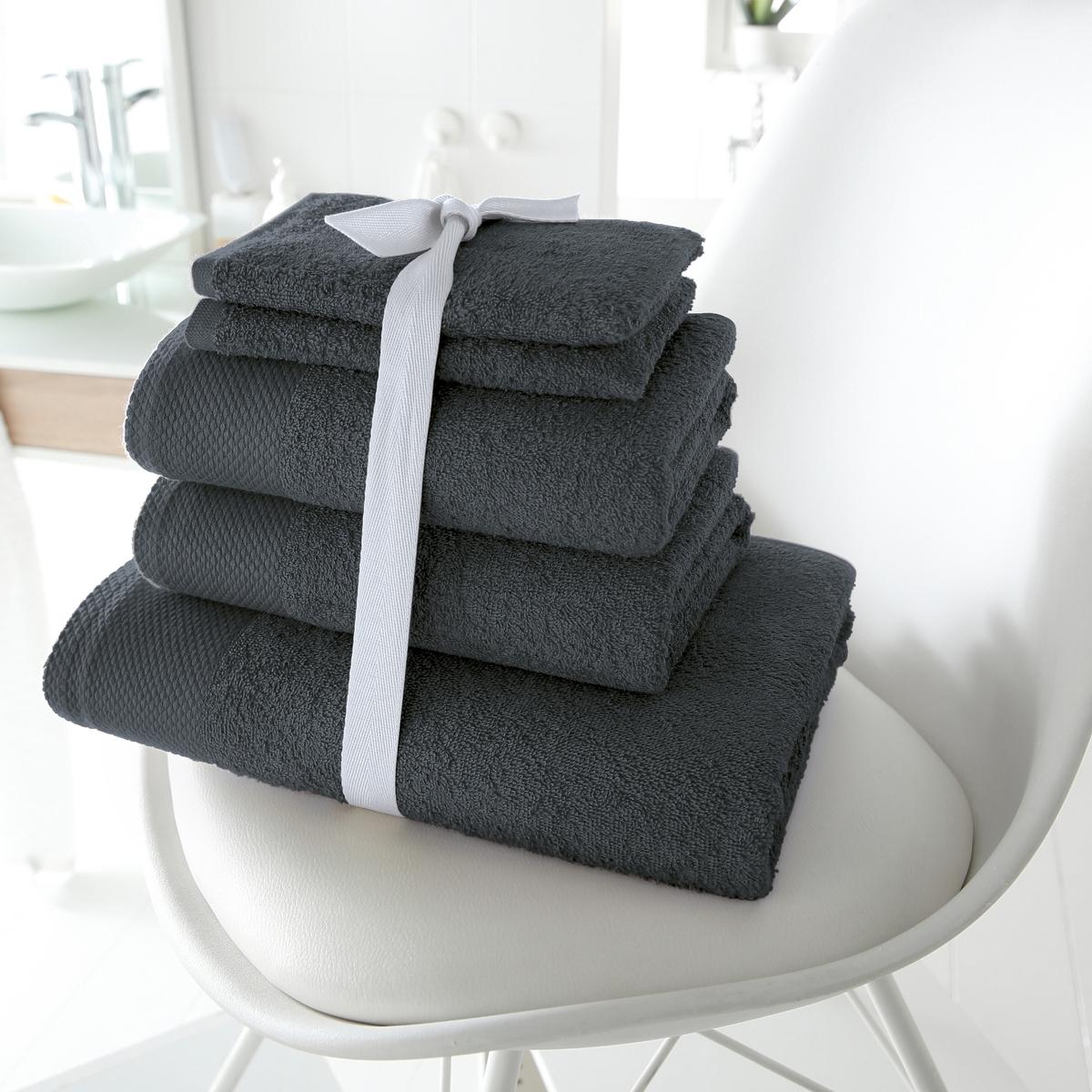 Комплект для ванной, 420 г/м?Махровая ткань, 100% хлопка, 420 г/м?. Стирка при 60°. 1 банное полотенце 70 х 140 см + 2 полотенца 50 х 100 см + 2 банные рукавички 15 х 21 см.<br><br>Цвет: темно-серый