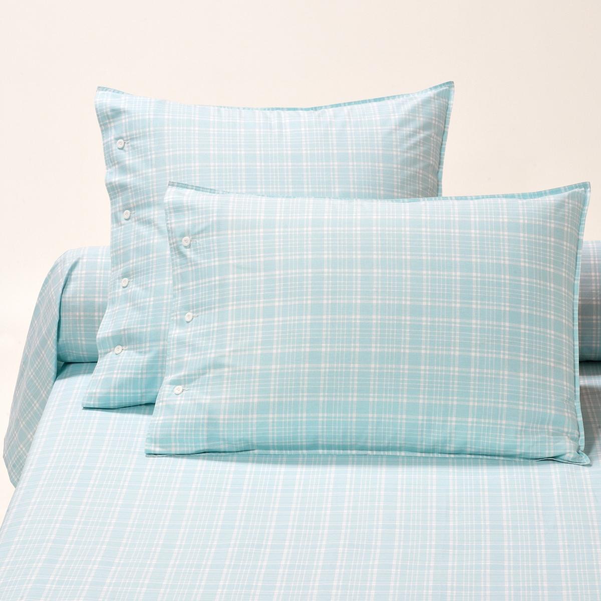 Наволочки на подушку и подушку-валик, PORTLANDНаволочки на подушку в форме мешка (квадратная и прямоугольная) и наволочка на подушку-валик Portland с рисунком в клетку, в строгом, изящном и легком стиле. Сочетается с постельным бельем Richmond и Newport. Характеристики наволочек на подушку и наволочки на подушку-валик Portland :- Рисунок в белую клетку на синем фоне.- Застежка на пуговицы.- 100% хлопка (57 нитей/см?). Чем больше плотность переплетения нитей/см?, тем качественнее материал.- Двойная строчка.- Сохраняет цвет при стирке при 60 °C.- Знак Oeko-Tex® гарантирует, что товары протестированы и сертифицированы, не содержат вредных веществ, которые могли бы нанести вред здоровью. Соотношения размеров наволочек на подушку и наволочки на подушку-валик :50 x 70 см : прямоугольная наволочка63 x 63 см : квадратная наволочка85 x 185 см : наволочка на подушку-валикОткройте для себя всю коллекцию постельного белья, нажав PORTLAND<br><br>Цвет: синий/ белый<br>Размер: 50 x 70  см.63 x 63  см