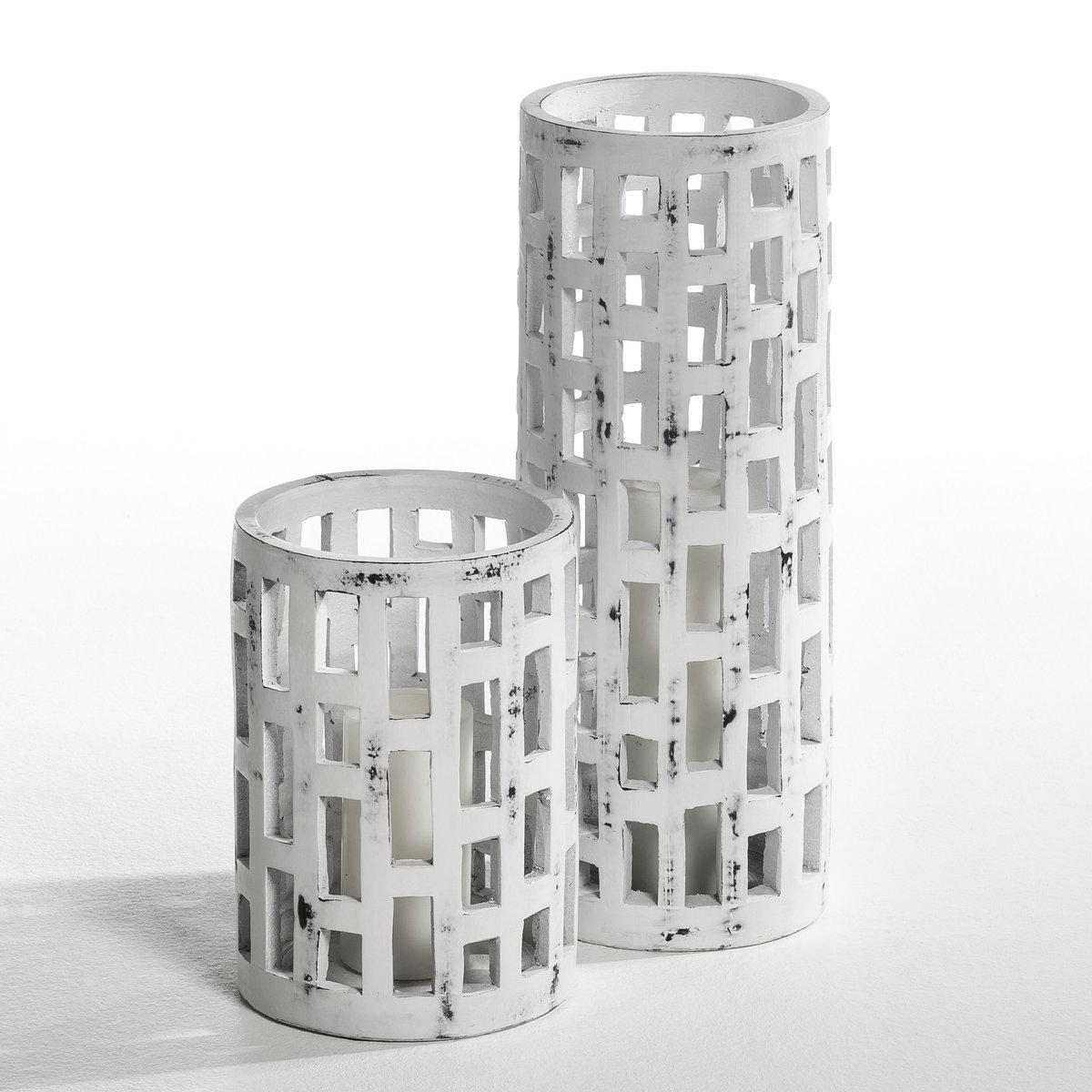 Подсвечник из керамики LudmillaПодсвечник или декор, который можно использовать как предмет искусства   . В стиле ремесленного производства . Из керамики, с состаренным и выцветшим эффектом   . Для свечи диаметром 10 см, Выс..20 см (не входит в комплект) . 2 размера  : - 1 размер : диаметр 16 см x выс.. 45 см .- 2 размер: диаметр 18 см x выс.. 25 см .<br><br>Цвет: серо-бежевый