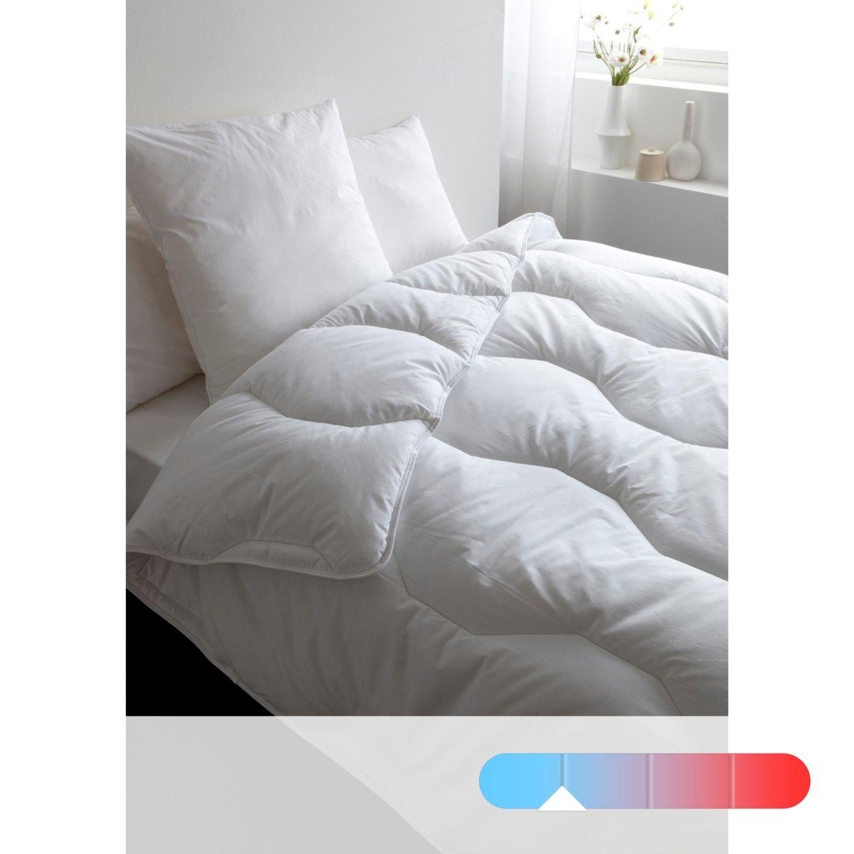 Одеяло175 г/м2. Практично: стирка при 95° для идеальной гигиены. Наполнитель: полые силиконизированные волокна полиэстера. Простежка шестиугольниками. Чехол из микрофибры, 100% полиэстера. Отделка кантом и двойная отстрочка. Поставка в чехле.<br><br>Цвет: белый