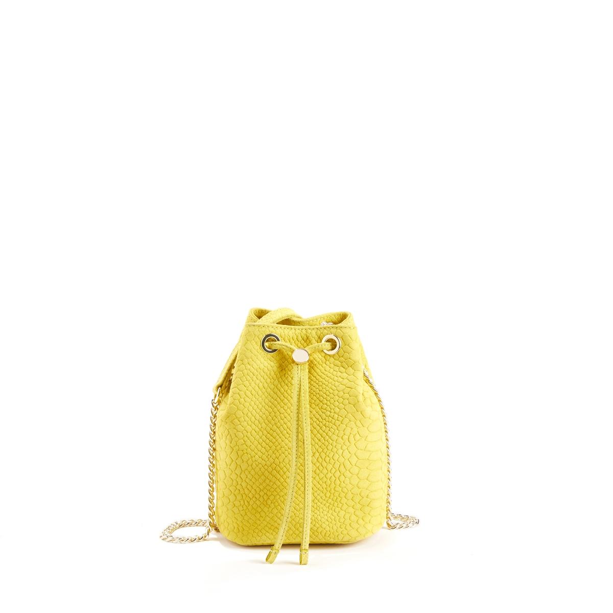 Сумка-мешок кожаная YUZUСумка-мешок PETITE MENDIGOTE - модель YUZU, в форме мешка из рельефной яловичной кожи под кожу крокодила, с золотистой цепью и кожаной планкой на ремешке.Детали  •  Застежка на кожаную тесьму, продетую в золотистые отверстия • Внутр.накладной карман •  Ремешок 100 см •  Размер : 18 x 14 x 10 смХарактеристикиСостав и описание •  100% яловичная рельефная кожа •  Следуйте советам по уходу, указанным на этикетке.<br><br>Цвет: желтый,зеленый,красный