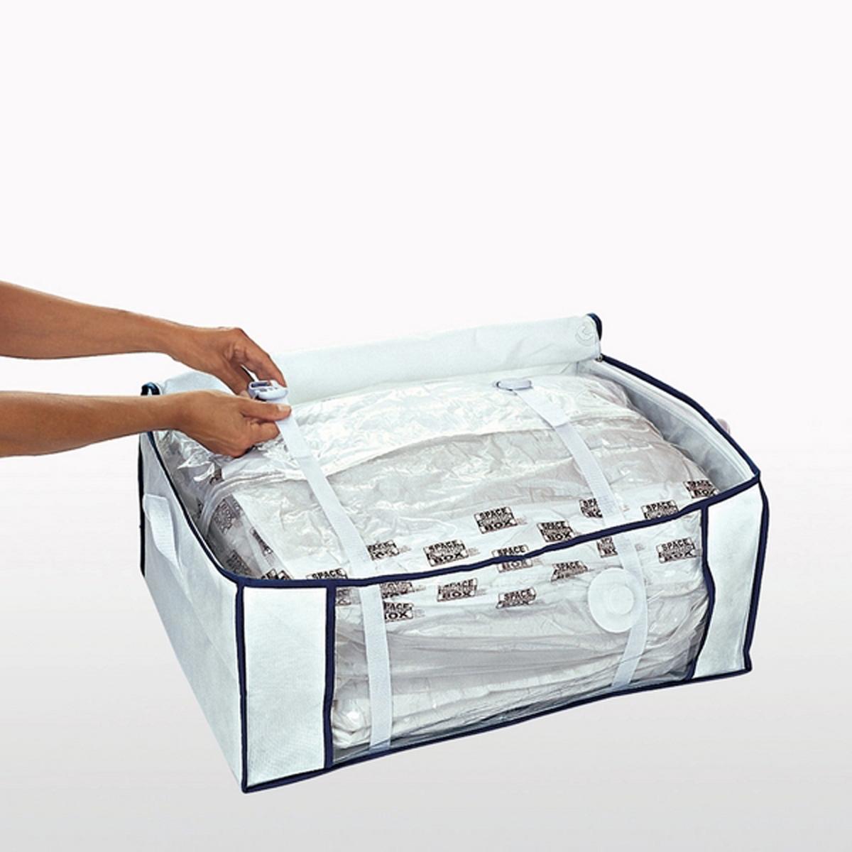 Чехол вакуумный, Ш.104 x В.13 x Г.45 смЭкономия места до 75% ! Идеально подходит для поездок, так как позволяет значительно экономить место в багаже. Описание чехла :Пакет с защитным чехлом внутри просто необходим для организации хранения Ваших вещей, одеял, покрывал и подушек.Всасывание воздуха пылесосом.2 стягивающих ремня для удержания вещей в сжатом состоянии. Характеристики вакуумного чехла :Нетканый материалВнутренний пакет из прозрачного пластикаЗастежка на молнию. Размеры вакуумного чехла :Ш.104 x В.13 x Г.45 см (для одеяла для 2-сп. кровати), размеры внутреннего пакета : Ш.30 x В.71 x Г.43,5 см.<br><br>Цвет: белый