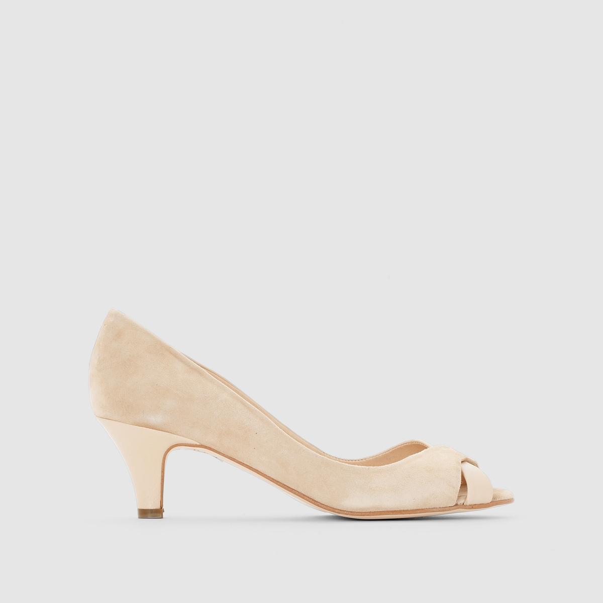 Туфли из двух материалов на каблукеПреимущества  : элегантный и шикарные туфли на каблуке JONAK из двух материалов: блестящего и под замшу в тон.<br><br>Цвет: бежевый,черный<br>Размер: 39.37.36
