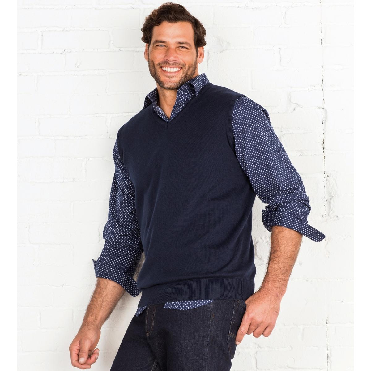 Пуловер без рукавов с V-образным вырезомПуловер без рукавов. V-образный вырез. Края выреза, низа и проймы рукавов связаны в рубчик. Трикотаж, 100% хлопок. Длина 72 см.<br><br>Цвет: темно-синий