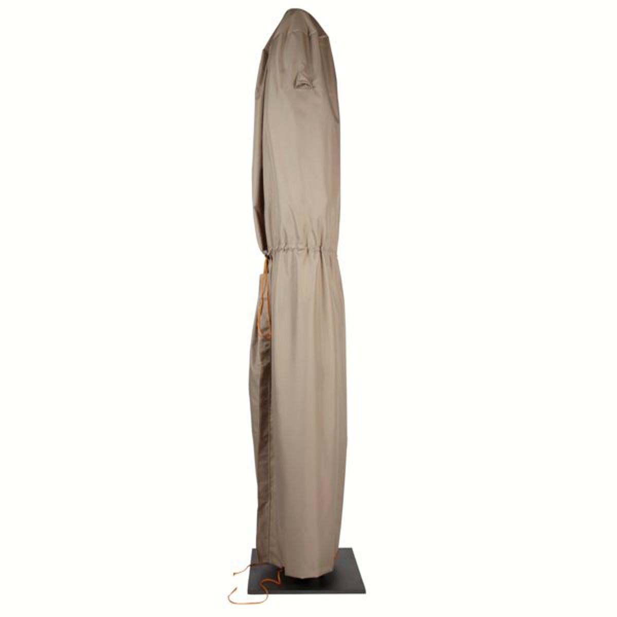 Чехол водонепроницаемый для пляжного зонтаЭтот защитный чехол защитит ваш пляжный зонт от дождя, сырости, птичьего помета и прочих загрязнений . Характеристики защитного чехла для пляжного зонта :- Чехол 100% полиэстера, 100% водонепроницаемый, с водоотталкивающим эффектом, устойчивый к УФ-лучам  .- Чехол из материала ПВХ .Описание защитного чехла для пляжного зонта  :- Специальная система отведения влаги popup, не позволяющая скапливаться воде на чехле .- Воздуховоды позволяют избежать появления конденсации и плесени  .- Затягиваемый шнурок с ограничителем .- Отверстия по всей длине чехла .- Крепления на липучке для надежной фиксации чехла .Размеры  : - 60 x 240 x 70 см .<br><br>Цвет: бежевый