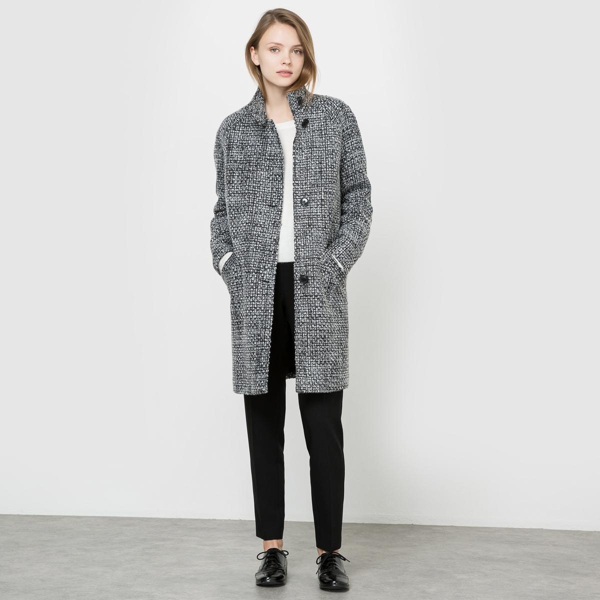 Пальто с плетением рогожкаПальто. Плетеный материал, легкий и комфортный. Слегка овальная форма. Высокий воротник. Застежка на пуговицы. 2 косых кармана спереди. На подкладке.  Состав и описаниеМатериалы : Пальто 82% полиэстера, 12% акрила, 6% шерсти - Подкладка 100% полиэстераДлина : 89 смМарка : R EditionУходСухая чистка<br><br>Цвет: черный/ белый<br>Размер: 36 (FR) - 42 (RUS).40 (FR) - 46 (RUS)