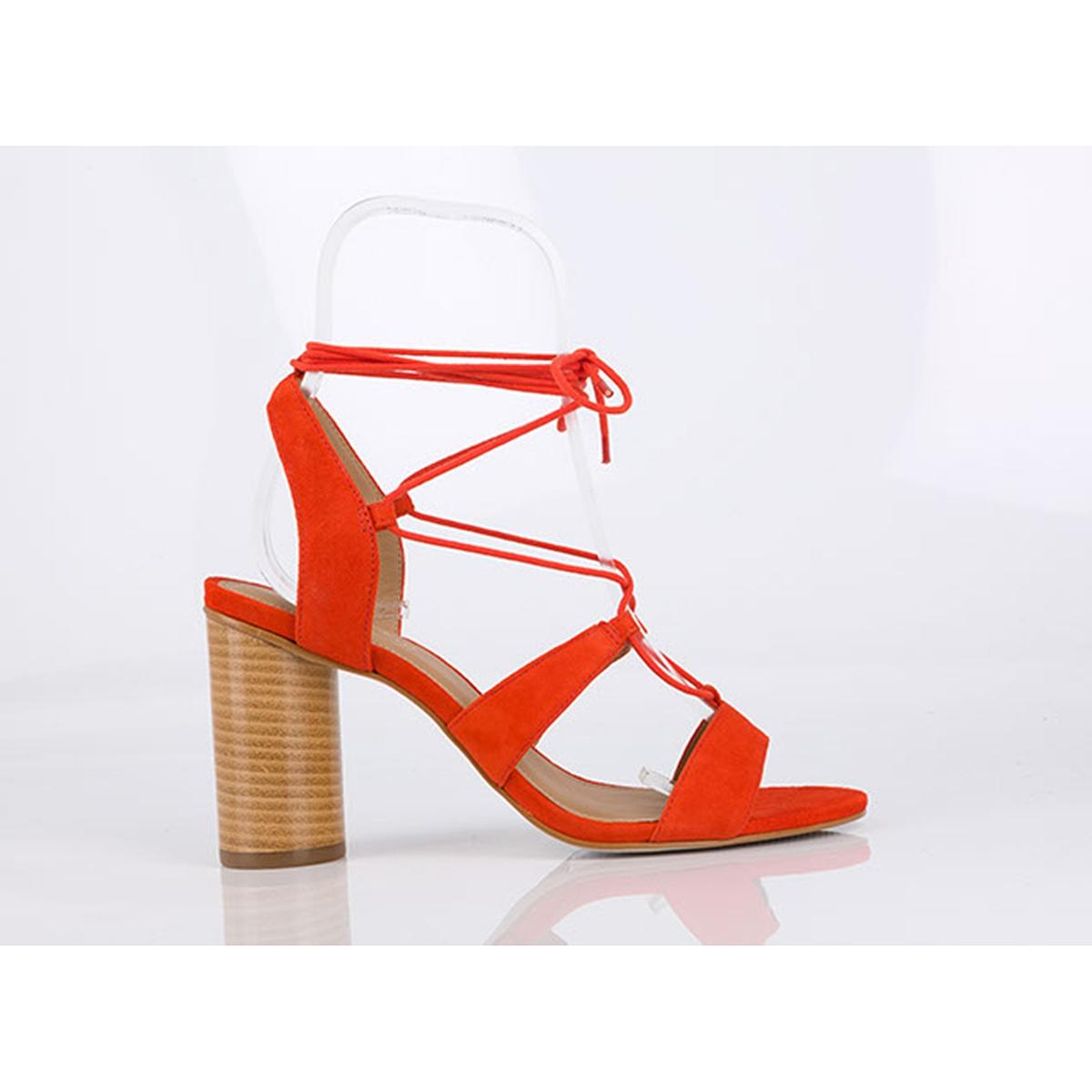 Босоножки кожаные BruneВерх/Голенище : кожа.    Подкладка : кожа.    Стелька : кожа.    Подошва : синтетика    Высота каблука : 9,5 см    Форма каблука : тонкий каблук    Мысок : закругленный    Застежка : завязки.<br><br>Цвет: оранжевый<br>Размер: 39