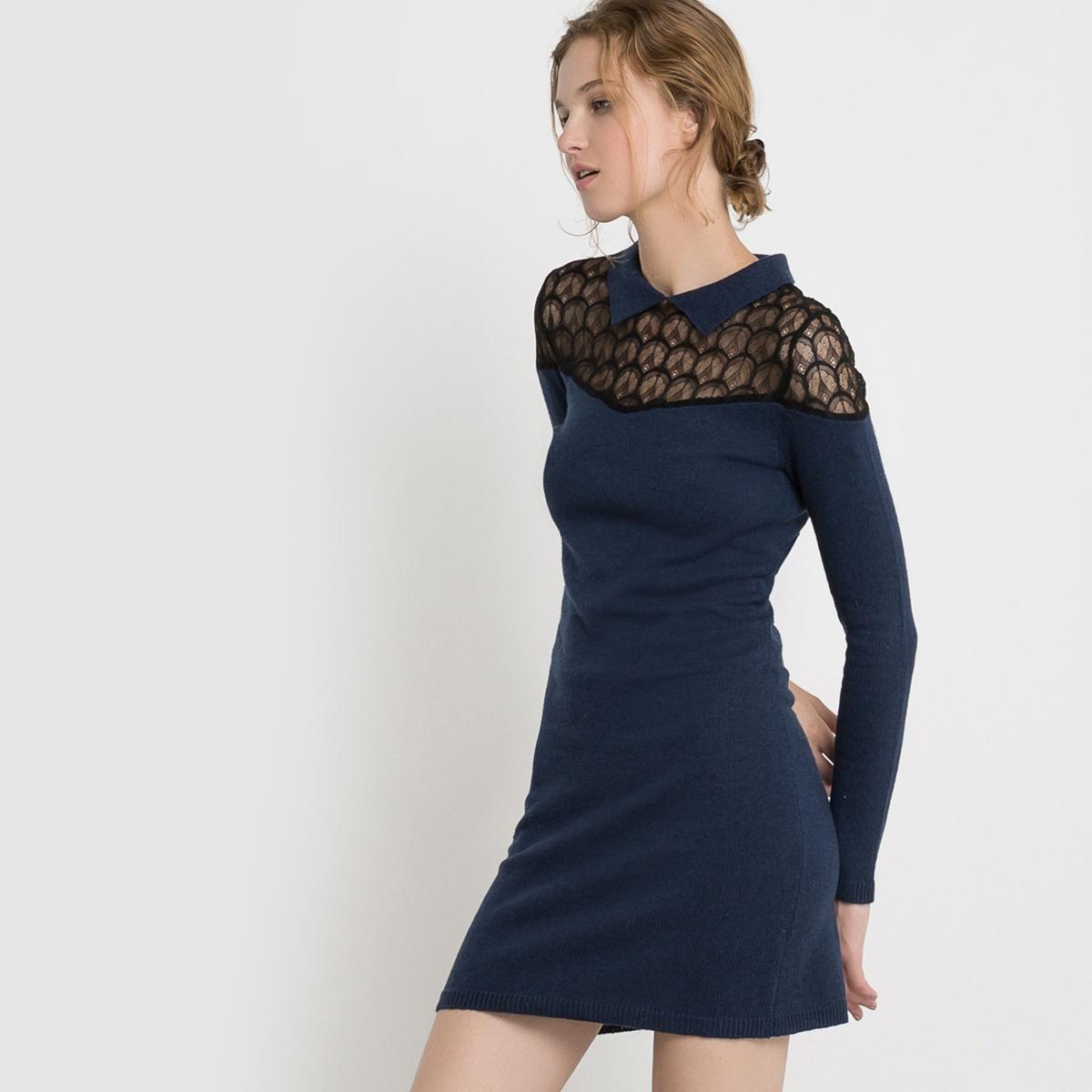 Платье из вязаного трикотажа и кружеваПлатье с длинными рукавами Mademoiselle R. Платье из вязаного трикотажа. Прямой покрой. Вставка из кружева на воротнике. Воротник-поло. Застежка на молнию сзади.Состав и описаниеМарка : Mademoiselle R.Материал : 50% полиамида, 45% вискозы, 5% альпаки Длина : 90 смУходМашинная стирка при 30 °C   Стирать с вещами схожих цветовСтирать и гладить при очень низкой температуре с изнаночной стороныГладить кружево запрещается<br><br>Цвет: темно-синий<br>Размер: 38/40 (FR) - 44/46 (RUS)