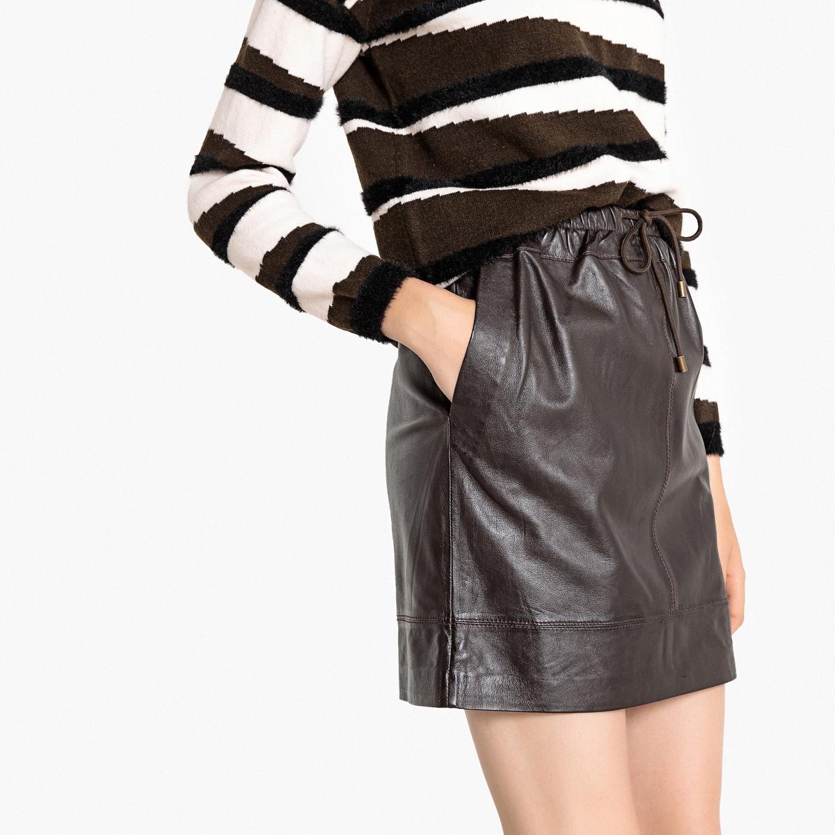 Falda corta de piel de cordero