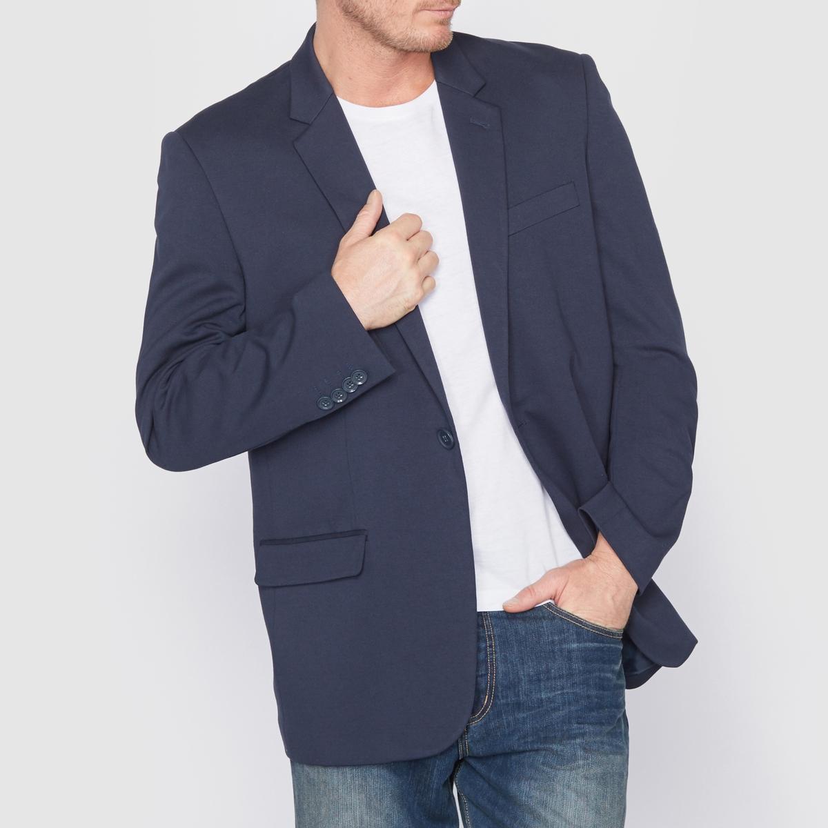 Пиджак трикотажныйПиджак. В спортивном и изысканном стиле, можно сочетать с чем угодно, простой в носке. Трикотаж милано 70% вискозы, 26% полиэстера, 4% эластана. Длина 78 см. Прямой покрой с застежкой на 1 пуговицу. 1 нагрудный карман и 2 передних кармана с клапанами, 2   внутренних кармана. Низ рукавов с пуговицами. Полностью на подкладке 100%   полиэстера.<br><br>Цвет: темно-синий,черный<br>Размер: 70/72.82/84