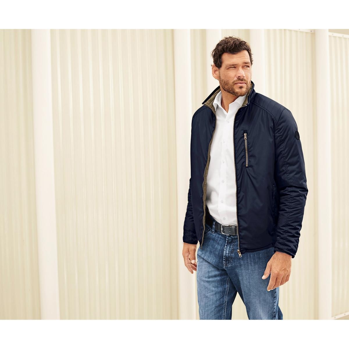 Куртка двусторонняяДвусторонняя куртка - 1 сторона гладкая, 1 сторона стеганая.Спортивный стиль, прямой воротник, застежка на молнию, 2 кармана на молнии, края на резинке. Длина в зависимости от размера 70-79,5 см<br><br>Цвет: темно-синий<br>Размер: 7XL.XXL