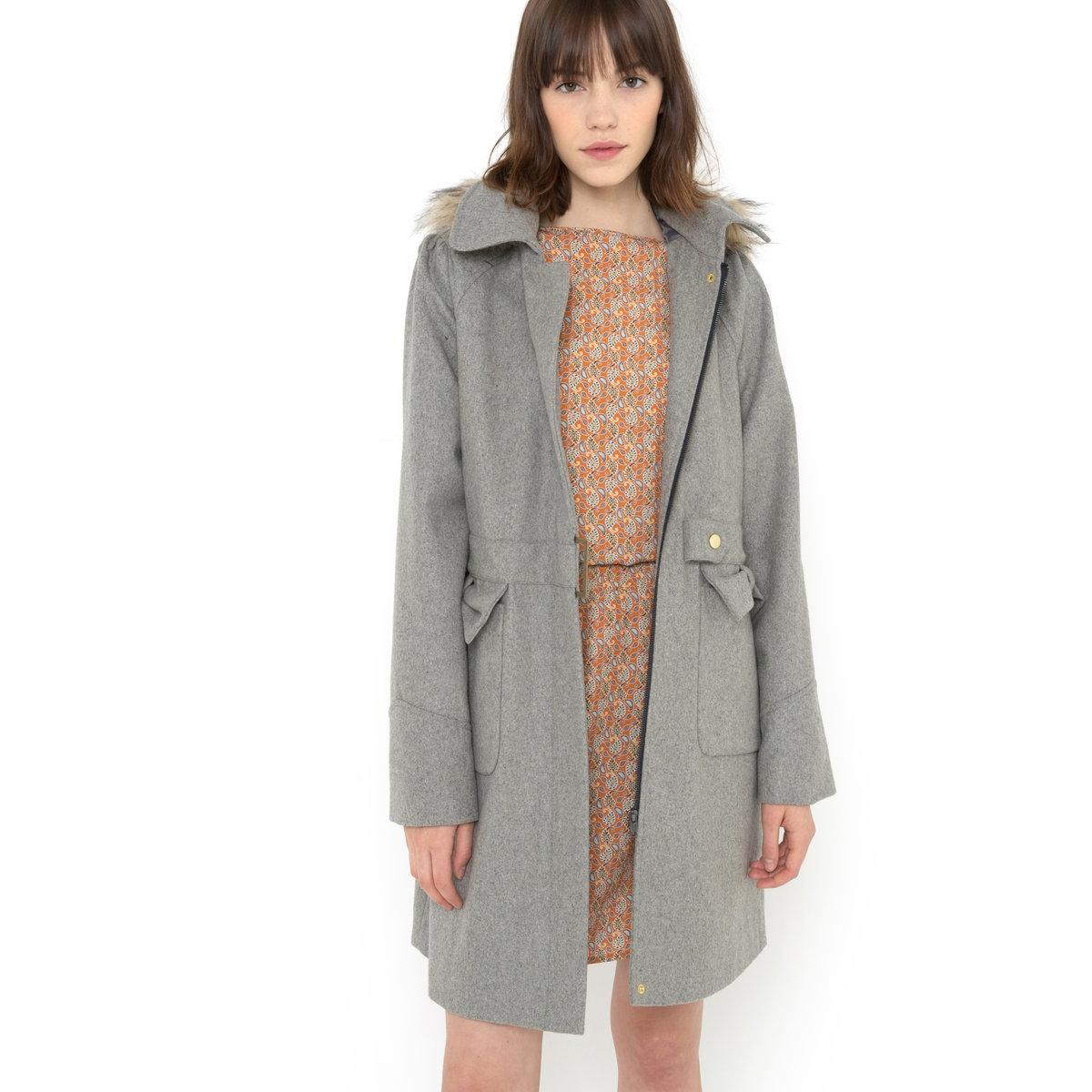 Пальто фасона трапеция, 60% шерсти2 накладных кармана с клапанами в тон спереди. Складки по талии на спинке. Складки на плечах. Длина ок.88 см.Пальто, 60% шерсти, 26% полиэстера, 6% полиамида, 6% акрила, 2% вискозы. Подкладка пальто и рукавов, 100% полиэстера.<br><br>Цвет: светло-серый меланж<br>Размер: 42 (FR) - 48 (RUS)