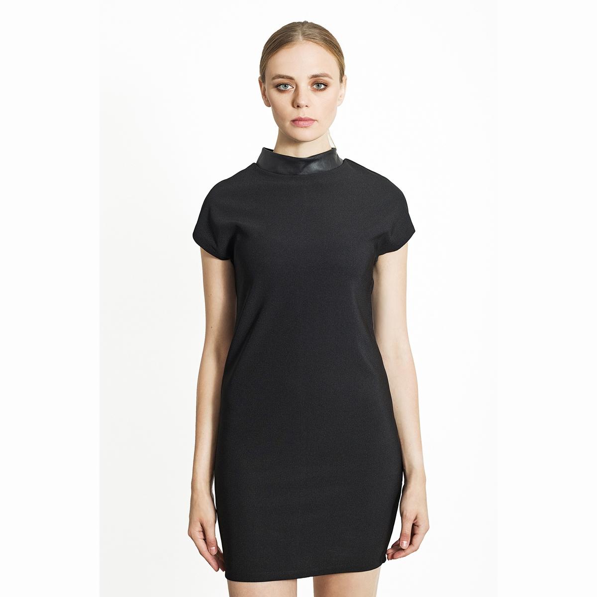 Платье короткое с высоким воротником.Состав и описаниеМатериалы: 100% полиэстер.Марка: Migle+MeУходСледуйте рекомендациям по уходу, указанным на этикетке изделия.<br><br>Цвет: черный