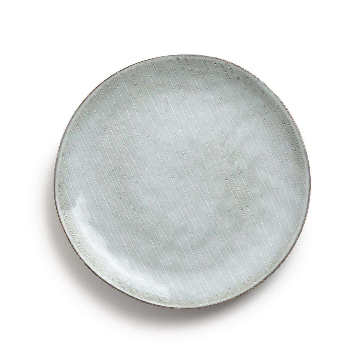 Комплект из 4 мелких тарелок из керамики, Amedras4 мелкие тарелки Amedras. Эти тарелки в северном стиле с рисунком синего цвета в виде изящных полосок изготовлены вручную, возможны небольшие различия в тоне цвета. Характеристики: - Из керамики, покрытой глазурью. - Можно использовать в микроволновой печи и мыть в посудомоечной машине. - Десертные тарелки, чайник, миски и чашки представлены на нашем сайте.    Размер: - ?27,5 x В2,5 см.<br><br>Цвет: серо-синий
