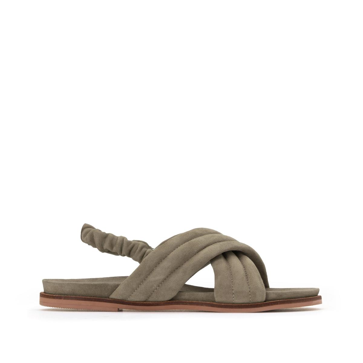 Sandalias de piel con correas cruzadas y tacón plano