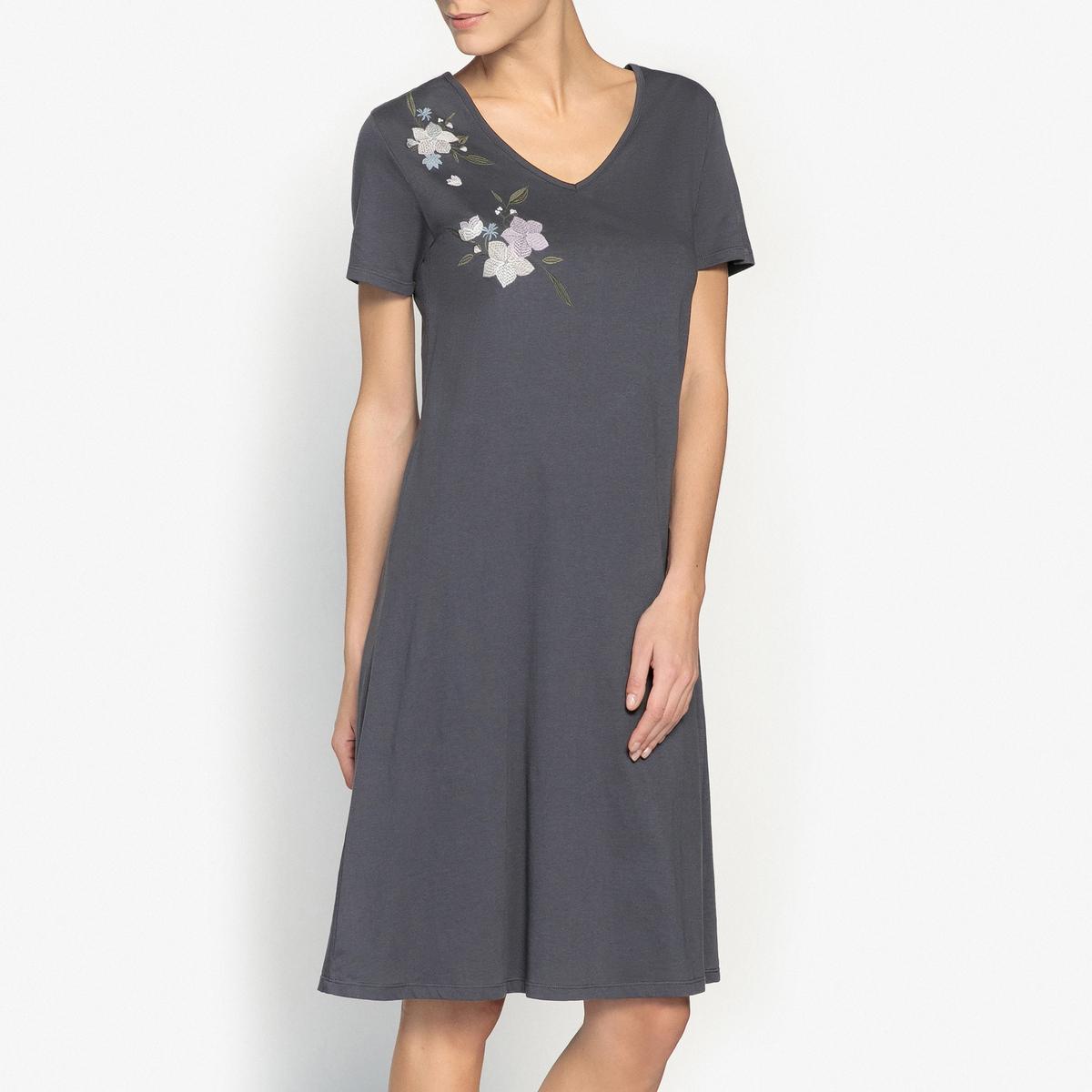 Рубашка ночная с вышивкойНочная рубашка с вышивкой и короткими рукавами, Anne Weyburn.Прямой покрой, короткие рукава, V-образный вырез, вышивка на груди. Состав и описание : Материал : 100% хлопокДлина : 103 смМарка : Anne Weyburn.Уход:Машинная стирка при 30 °С на деликатном режиме с вещами схожих цветов.Стирать, сушить и гладить при низкой температуре с изнаночной стороны.<br><br>Цвет: темно-синий<br>Размер: 34/36 (FR) - 40/42 (RUS).38/40 (FR) - 44/46 (RUS)