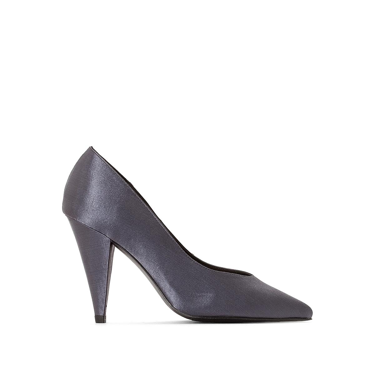 Sapatos em cetim, biqueira pontiaguda
