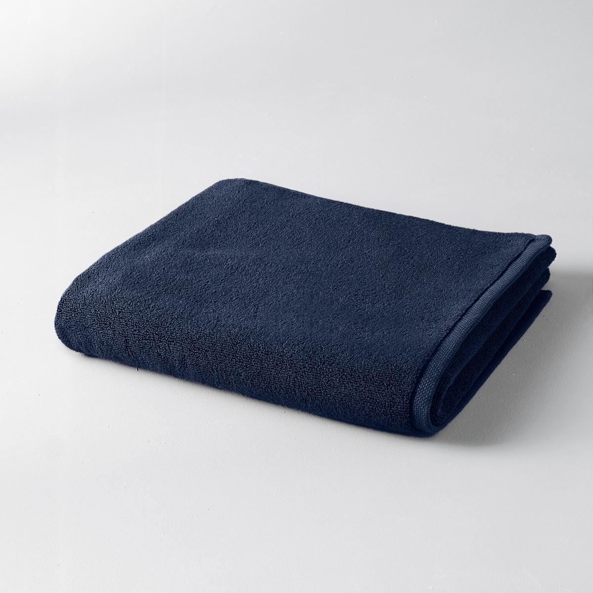 Коврик для ванной GilbearКоврик для ванной 100% хлопка Gilbear : ультрамягкая махровая ткань, очень пушистая и нежная.Материал :Махровая ткань из 100% чесаного хлопка 800 гр/м?, очень мягкая и износоустойчивая.Отделка :Жаккардовая кромка с микрорисунком икринки.Уход: :Стирка при 60°.Размеры :- 60 x 60 см : квадратный.- 60 x 100 см : прямоугольный.<br><br>Цвет: светло-серый,серо-розовый,темно-серый<br>Размер: 60 x 100 см.60 x 60  см.60 x 60  см