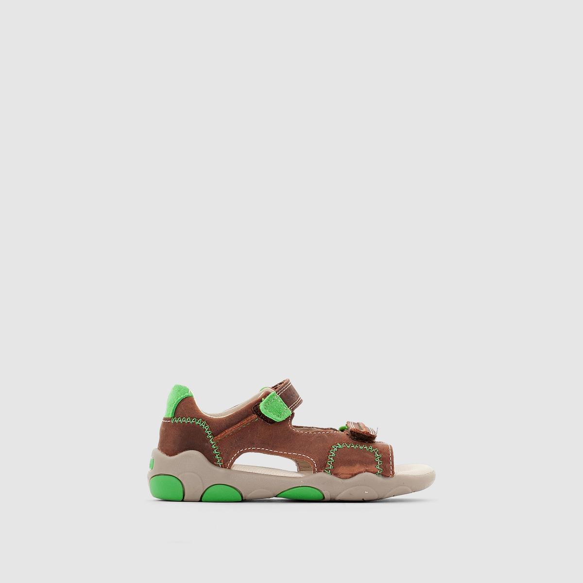 CLARKS SOFTLY BAY FSTДаже самые маленькие размеры этих очень удобных кожаных сандалий отличаются великолепным качеством. Модный дизайн и оптимальный комфорт, планки-велкро, обеспечивающие поддержку и нужную утяжку: в такой обуви малыш будет готов двигаться по жизни!<br><br>Цвет: каштановый<br>Размер: 20