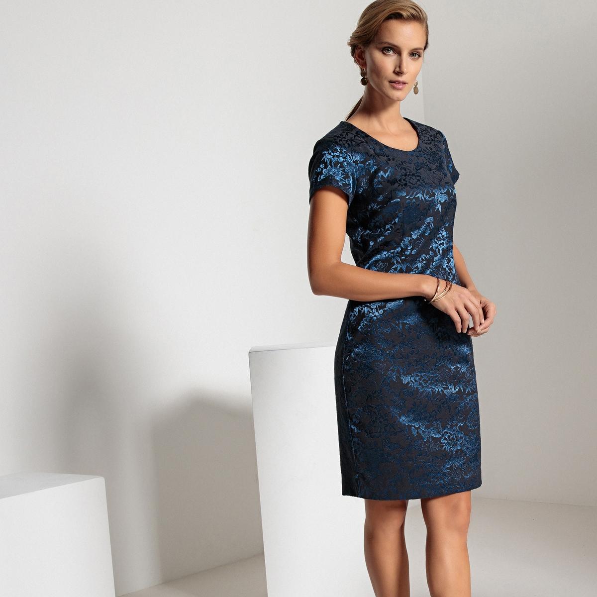 Платье жаккардовое прямого покроя средней длины
