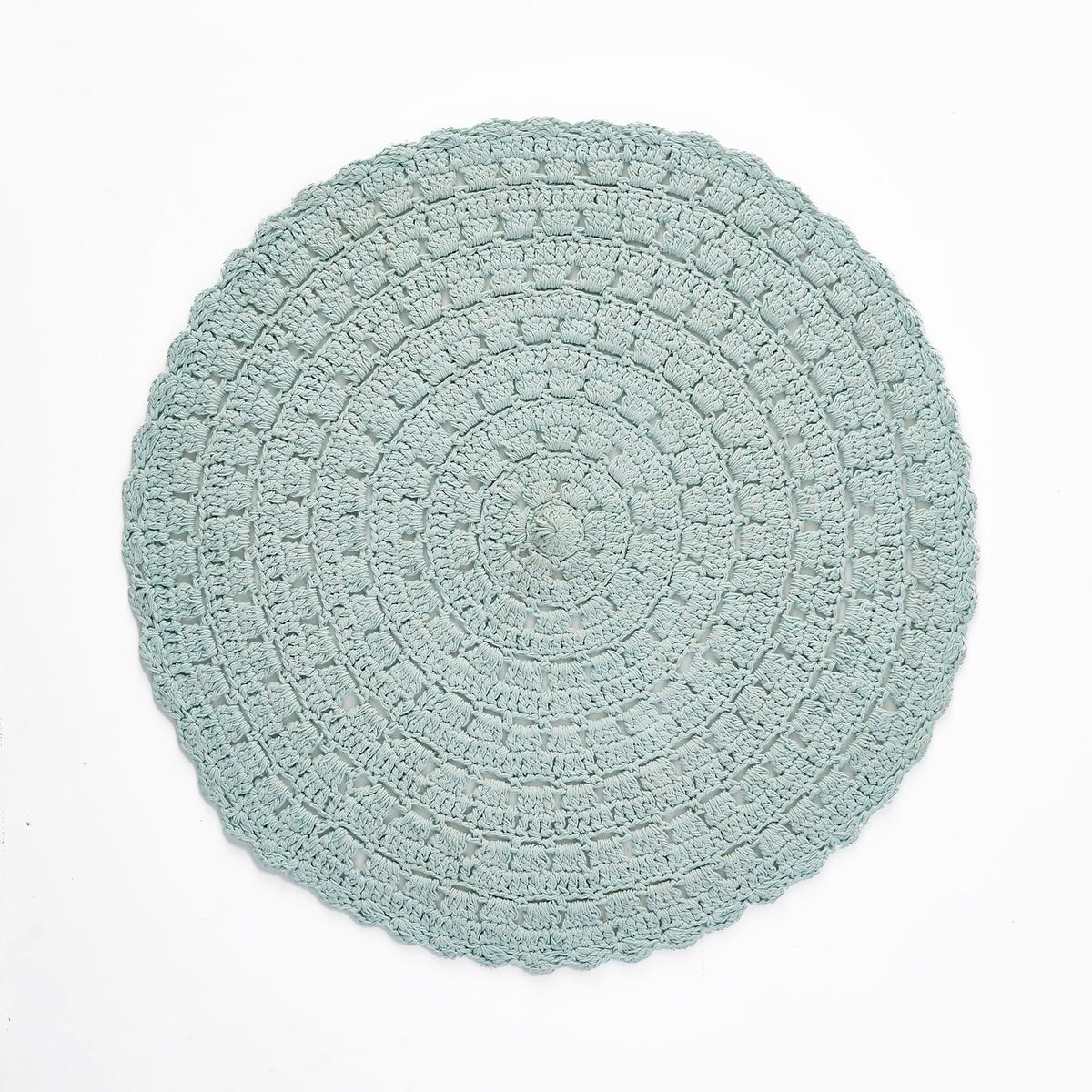 Ковер круглый, связанный крючком, WikuХарактеристики круглого ковра, связанного крючком, Wiku :100% хлопок. Другие модели ковров вы можете найти на сайте laredoute.ru.Размеры круглого ковра, связанного крючком, Wiku :Диаметр 100 см.<br><br>Цвет: бледно-зеленый<br>Размер: диаметр 100 см