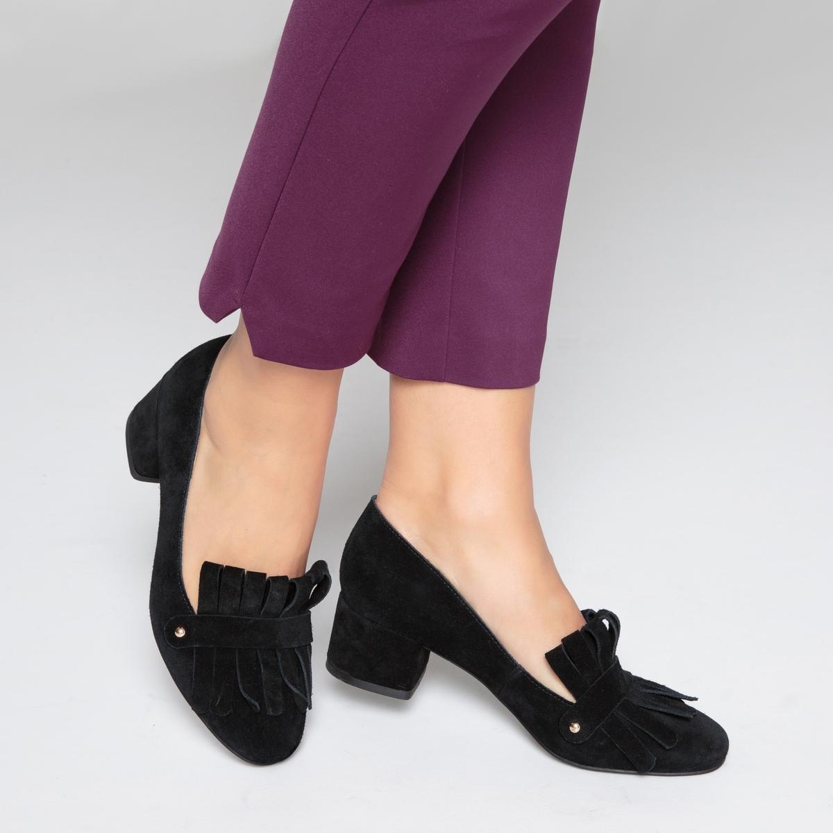 Мокасины кожаные на среднем каблуке