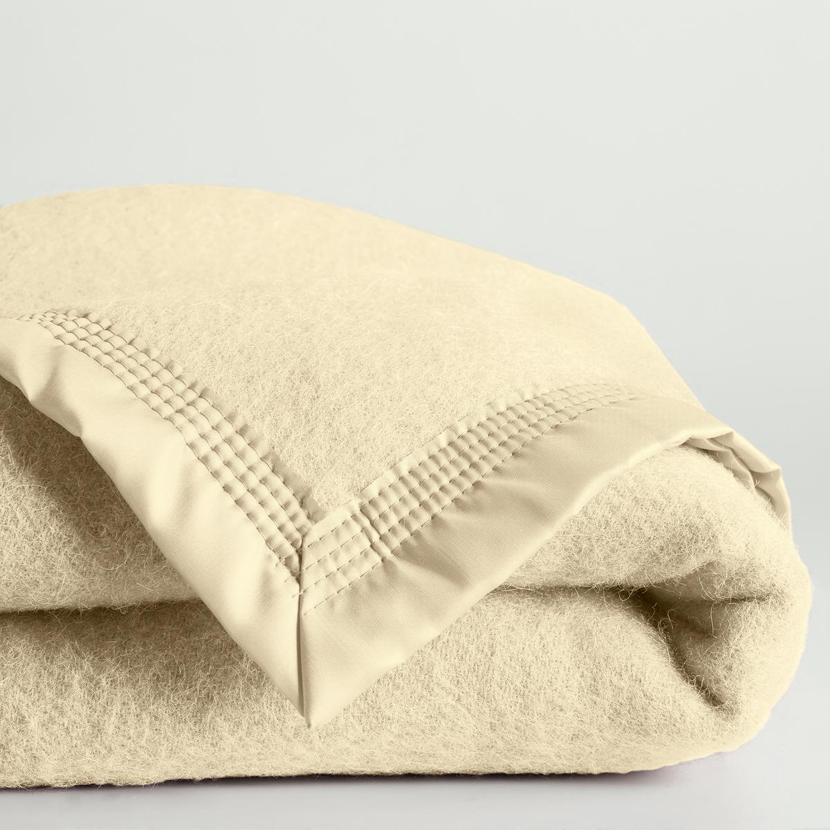 Покрывало 600 г/м? из 100% шерсти WoolmarkНатуральный и аутентичный материал.    Изготовлено во Франции.Характеристики покрывала из 100% необработанной шерсти Woolmark :100% овечья шерсть Woolmarkваляная и промытая, широкая атласная кайма (100% полиамид), прошитая 4 строчками с разрывом шва на каждом углу для большей прочности. Модель для детской кровати (75x100 см) без атласной каймы с подрубленными краями.Подходит в частности для прохладных комнат (12-15 °С). Сухая чистка.Плюсы изделия : тепло и комфорт.<br><br>Цвет: серо-коричневый каштан,серый,слоновая кость