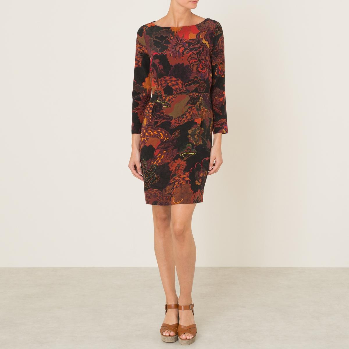 Платье APOLLOПлатье MOMONI - модель APPOLO. Из крепа со сплошным рисунком. Вырез-лодочка. Длинные рукава. Складки внутрь под линией талии. Расклешенный низ. Состав и описание Материал : 100% шелкМарка : MOMONI<br><br>Цвет: кирпичный